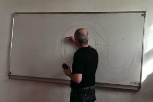 Rétroprojecteur en panne : Fabrice s'y colle au tableau blanc :)
